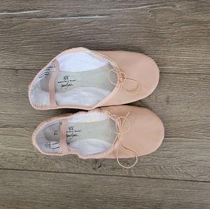 Ladies ballet slippers